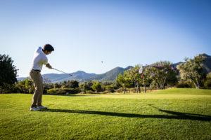 Jugando al golf en Lauro Golf Resor, Costa del Sol